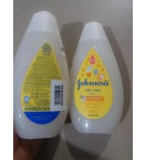 Sữa tắm Johnson's Baby chứa sữa và yến mạch